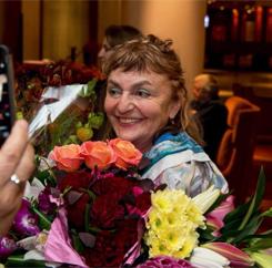 Read more about the article «Краски лета» юбилейная выставка Анны Бирштейн 30.10.2017