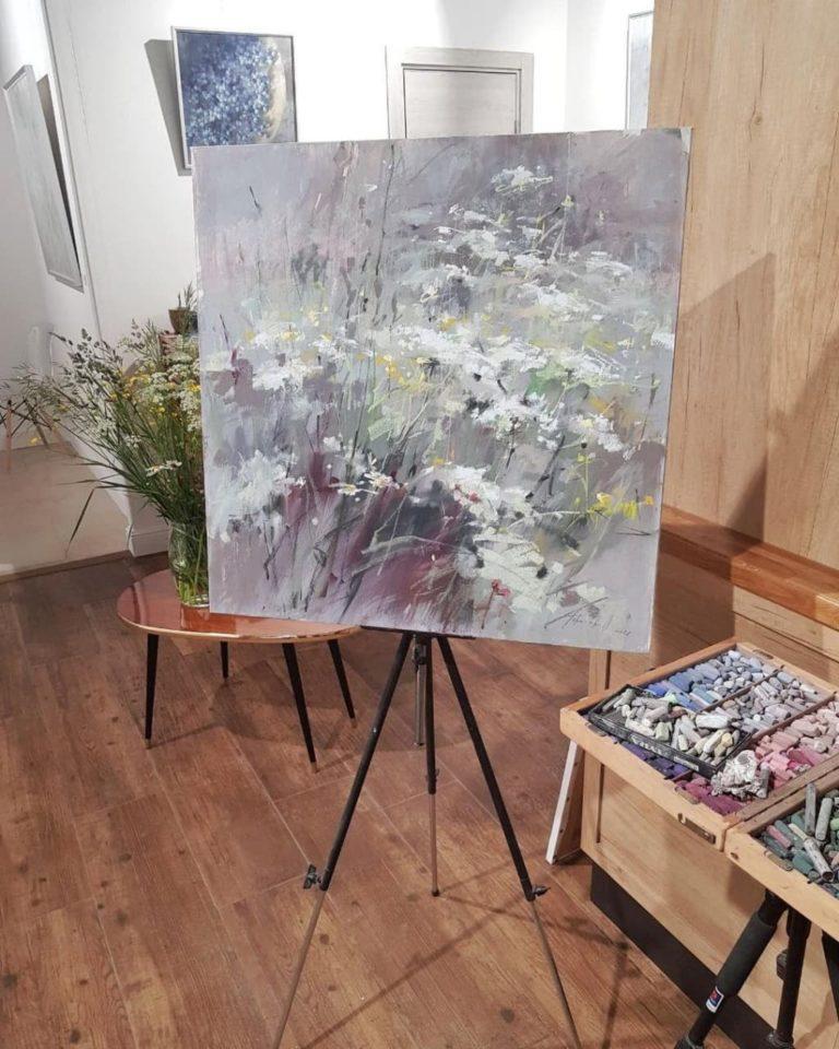 Read more about the article Как работает художник: арт-перформанс в галерее «Вместе»
